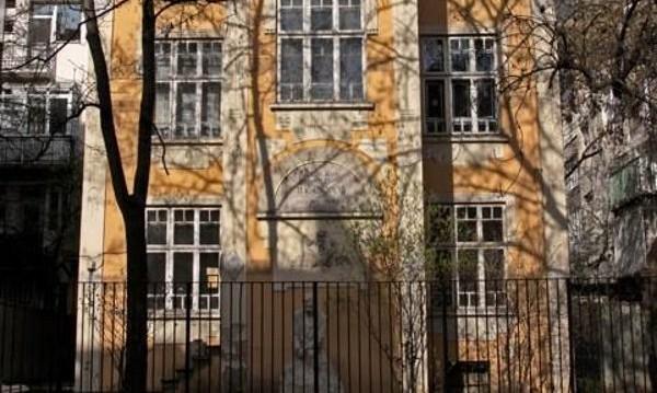 Общината или държавата да купят дома на Яворов