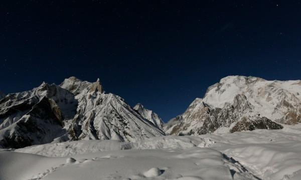 Седем алпинисти загинаха в Непал при снежна буря