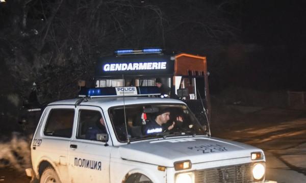 Роми нападнаха полицаи в Гълъбово