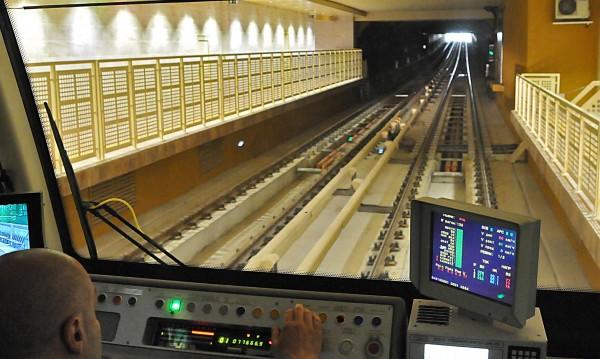Пуснаха метрото: Движението е възстановено по Линия 1