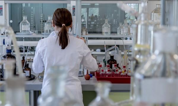 Учени унищожиха вируса ХИВ със стволови клетки