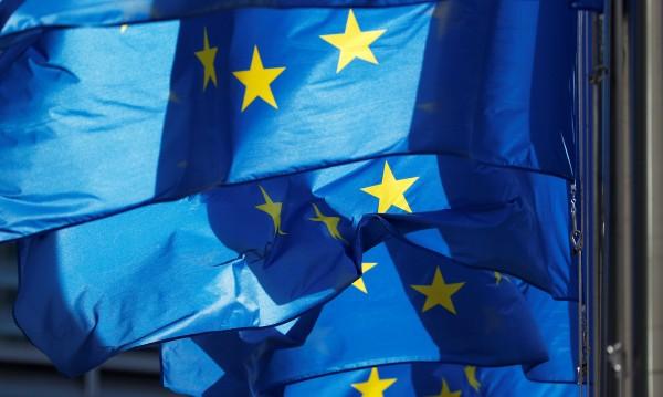 Факт: Българинът си иска Европата, притеснен е за бъдещето й!