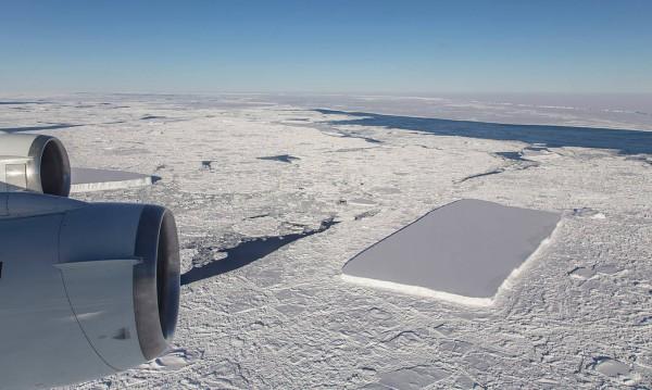 Гледка: Плосък, гладък, равен, а и правоъгълен... айсберг?!