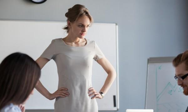 Как да отправите критика към колега?