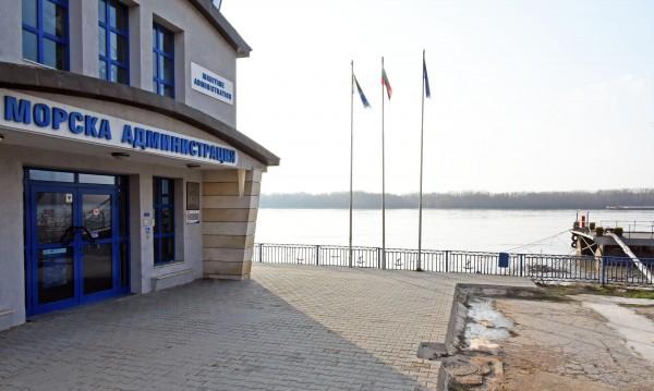 Водата в Дунав кът! 20 прага блокират корабите