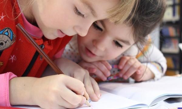 """У-лицата с """"Неформалното образование"""": Как учат децата?"""