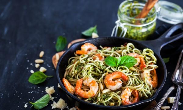 Рецептата Dnes: Паста с песто от босилек и скариди