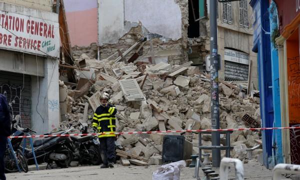 Деветима безследно изчезнали в срутените сгради в Марсилия