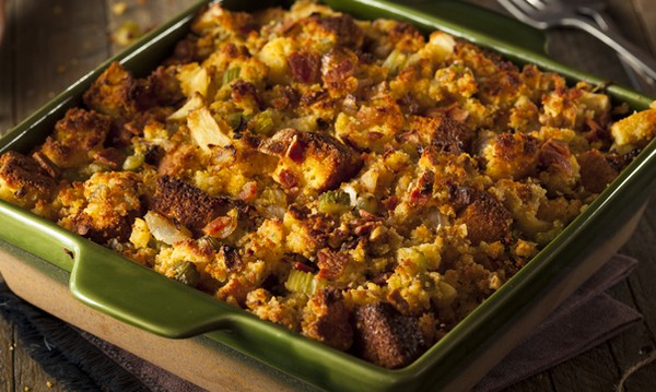 Рецептата Dnes: Стар хляб с лук, чесън и подправки