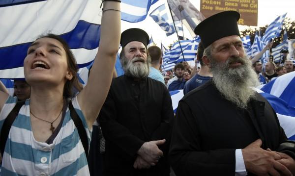 Гърция спира изплащането на заплати на свещениците