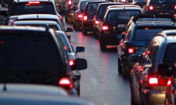 Замърсителят плаща! По-висок данък за старите коли на пътя