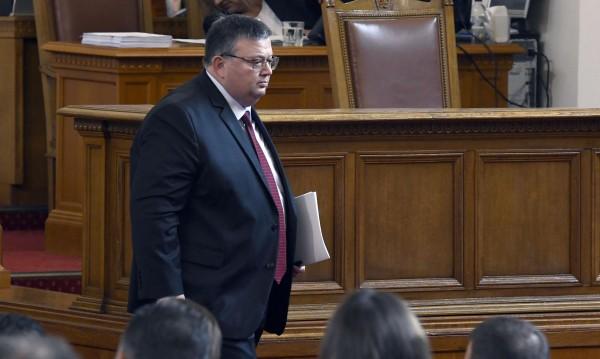 Цацаров иска имунитетите на шест депутати: Йончева, Марешки, Кърчев...