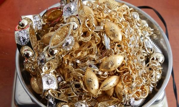 Спипаха турчин и румънка с контрабандно злато
