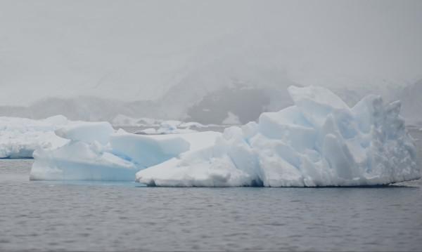 Учените поеха към Антарктида. МОН им даде 300 бона