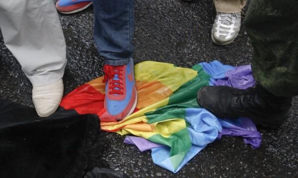 Гейовете vs. Институциите: Война без край. Ами правните абсурди?