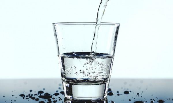 Заместваме всички напитки с вода и се случват 6 неща...