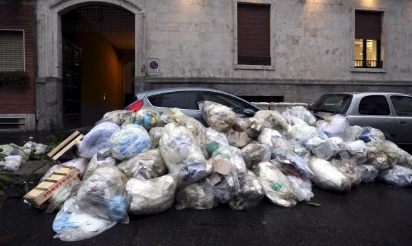 Рим в разруха: Запуснати улици, боклук навсякъде, луд трафик