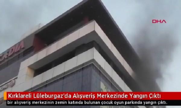 Пожар в турски мол, няма данни за пострадали българи