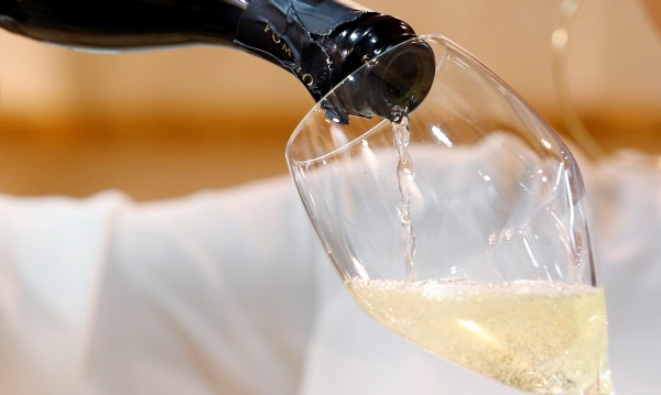 Сух режим за белгийци: Отмъкнаха 10 000 бутилки шампанско