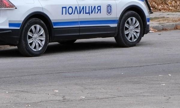 Мъж с 50 кримирегистрации блъсна патрулка, бяга!