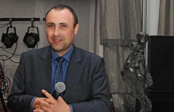 Руслан Мъйнов на 42: Комедийният любимец