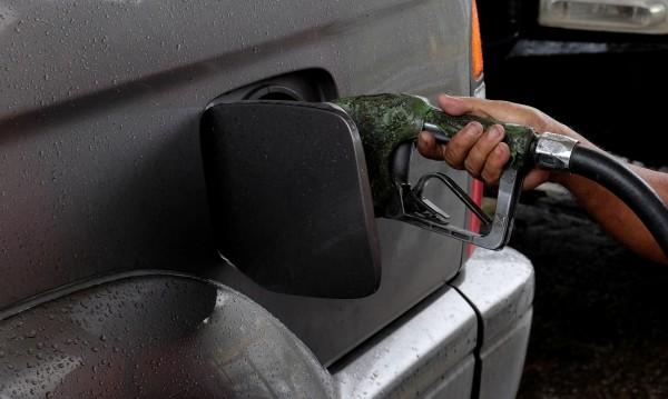 Премиерът поиска: На бележката – обяснение за цената на горивото!
