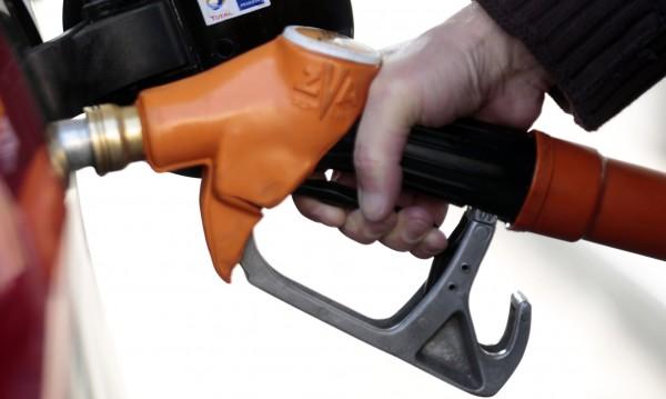 Цената на горивото: 2,20 за литър – левче за държавата, 20 ст. за търговеца...