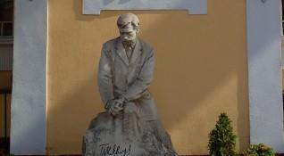 Столичната община засега няма да купува дома на Яворов