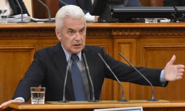 """Сидеров с критики към властта, но няма да """"предава четата"""""""