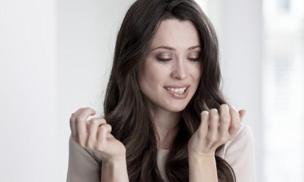 Как мога да се грижа за напукана кожа на ръцете и ходилата ми?