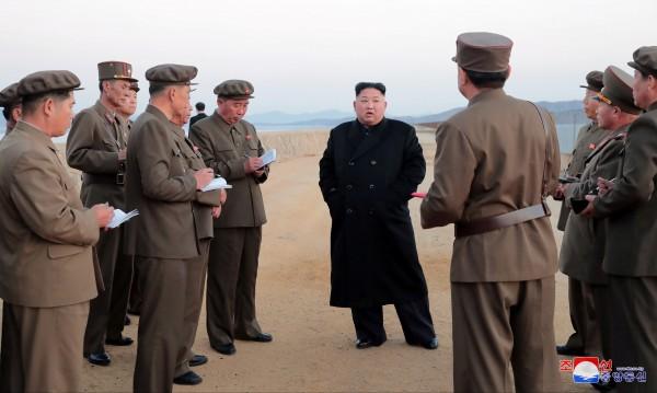 Ким наблюдавал тест на ново високотехнологично оръжие