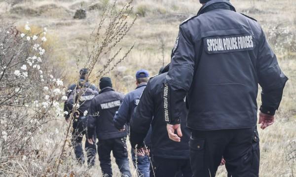 Двама задържани за намушкания мъж във влака за София
