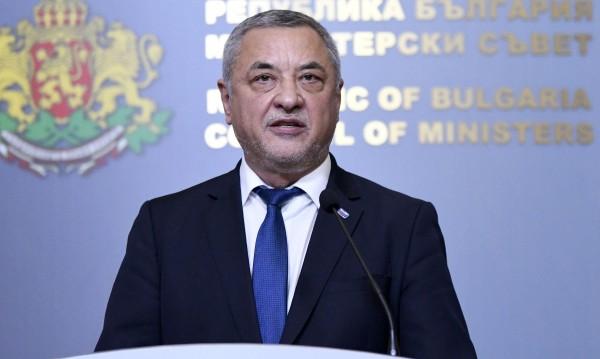 """26 дни протести след едни """"уж болни деца"""": Валери Симеонов хвърли оставка!"""