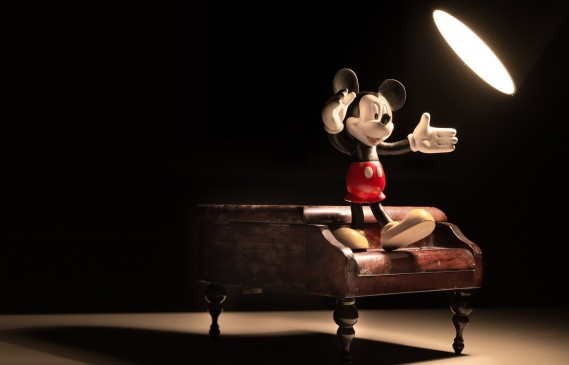 Бизнесът с Мики Маус на 90 години, търговия за милиони