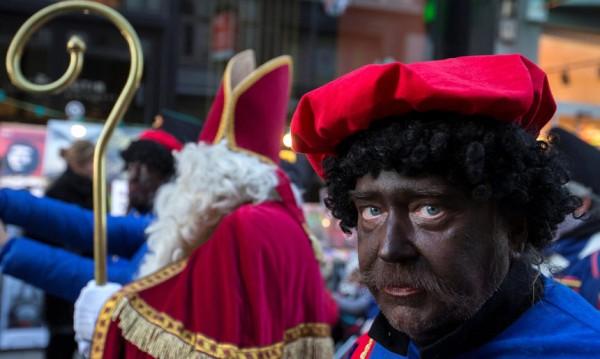 Дядо Коледа, Св. Николай... но Черен Пит! Това е расизъм!