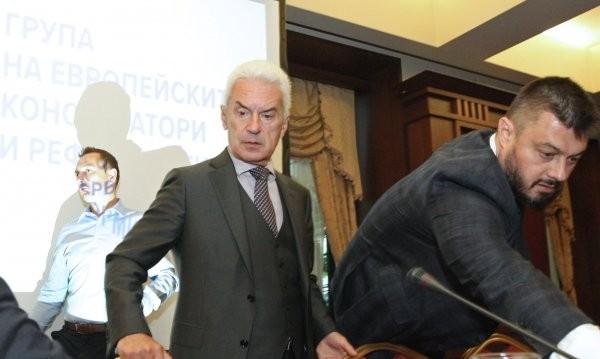 По приятелски от Сидеров: А защо и Каракачанов да не хвърли оставка?