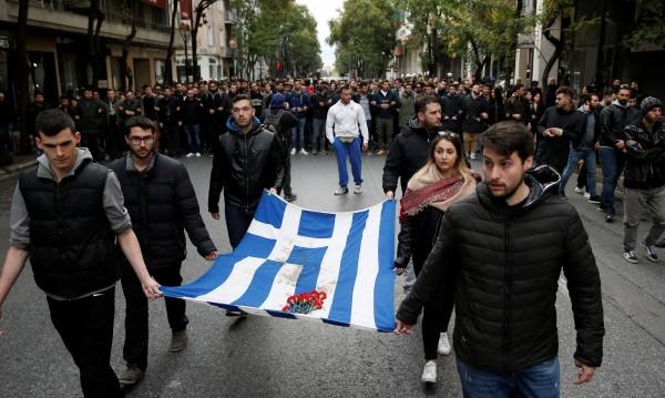 Франция, Холандия,  Гърция, Англия  - протести и сблъсъци