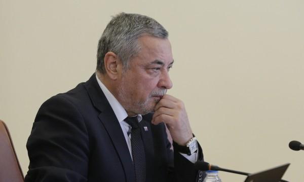 Патриотите на ход: Какви са вариантите след оставката на Симеонов?