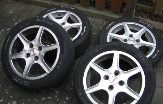 Снегът настъпва: Зимни или всесезонни гуми да сложим?