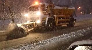 Заради снега: Спряха временно тировете по