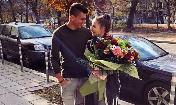 Михаела Маринова и гаджето й: 1 година обич и... рози!