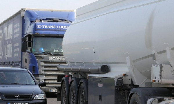 """Българите са """"За"""" тол системата: Камионите да плащат повече!"""