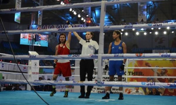 Стойка Петрова с медал след бой над индийка
