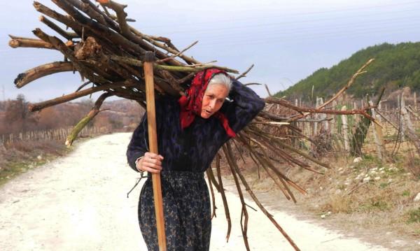 Властта: 210 хил. семейства с още 100 лева за отопление