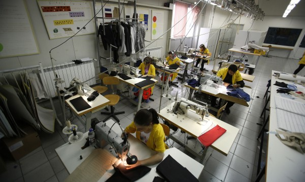Работа до припадък, ниски заплати, напускащи шивачки... България