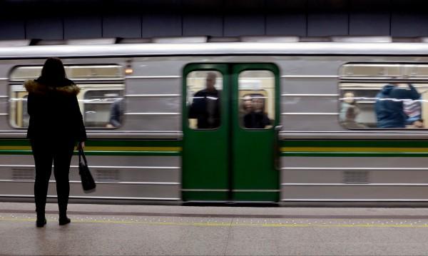 Модернизират 48 стари руски вагона на метрото ни