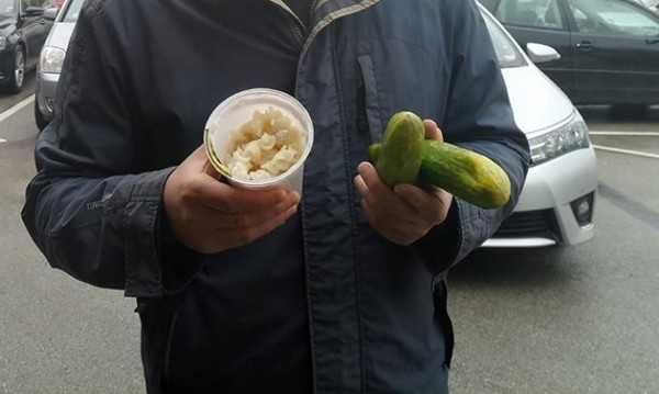 Спаружените краставици на Иванчева – внесени. Макароните – по рецепта!