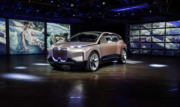 Бъдещето, сега! BMW ни показа какво ще ни кара