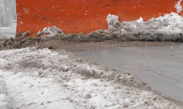 Над 140 снегорини чистят улиците на София