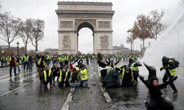 Промени с шеметна скорост: Светът усети напрежението от Париж